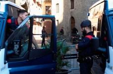 El Gobierno moviliza 17.000 policías en los colegios electorales durante la jornada electoral en Cataluña.