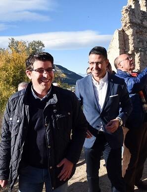 El presidente de la Diputació, Jorge Rodríguez, durante la visita al municipio de Corbera.
