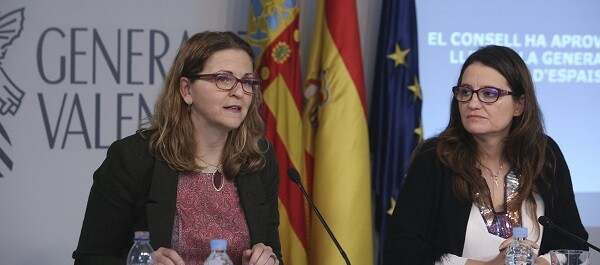 Elena Cebrián y Mónica Oltra.
