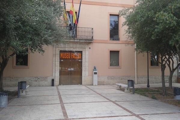 La entrada al Museo Fallero de València, gratis durante las obras de acondicionamiento del edificio.