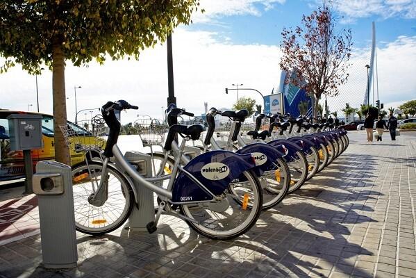 Más de la mitad de las personas que dejan de usar Valenbisi se pasan a la bicicleta privada.