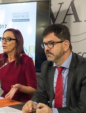 Maria Josep Amigó y Emili Altur durante la presentación de las ayudas de Patrimonio.
