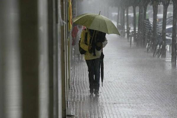 Media España en alerta naranja por intensas lluvias y vientos.