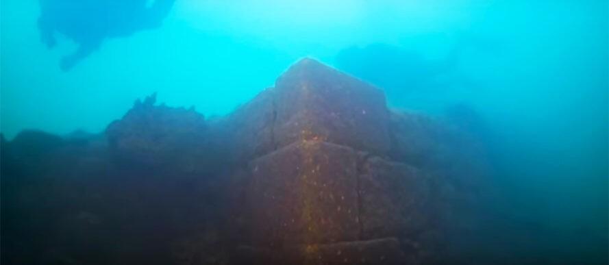 Underwater-Fortress-889x387