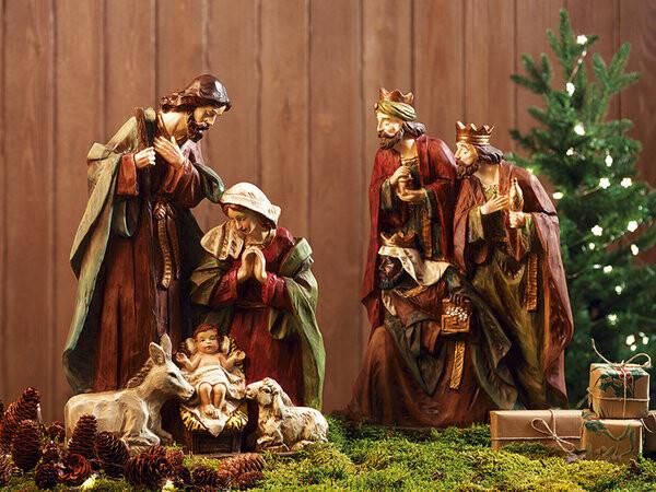 Está bien enriquecer el belén, pero siempre que no vaya en detrimento de lo que en castellano se denomina el misterio: el Niño Dios, la Virgen María y San José, con la Adoración de los Reyes Magos.