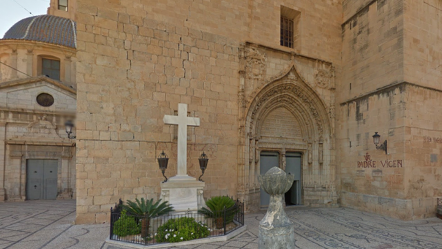 Cruz-Plaza-Iglesia-San-Martin_ECDIMA20160811_0014_4