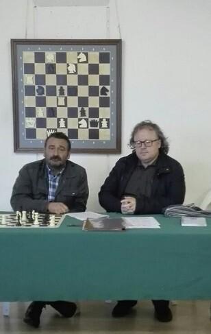 Dos grandes devotos del problema el reconocido compositor valenciano Miguel Uris y el historiador de ajedrez José A. Garzón.
