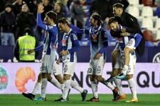 El Espanyol vence al Levante (0-2).