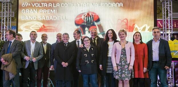 Isabel García y la responsable del Patronat de Turisme, Pilar Moncho, representan a la corporación en la presentación de la 69ª edición de la carrera en el Mercado Central.