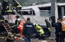 Italia cuatro muertos y un centenar de heridos por el descarrilamiento de un tren en Milán Infobae