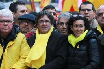 JuntsxCat y ERC pactan la Mesa del Parlament y estudian cómo investir a Puigdemont.