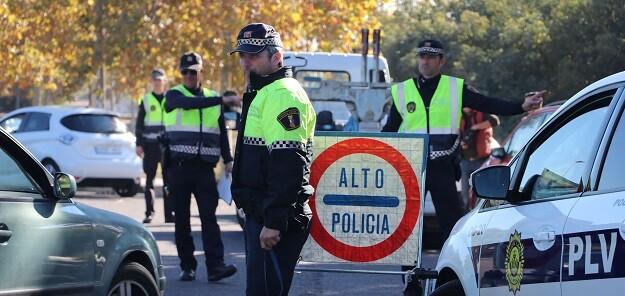 Policia Local en campaña de control de vehículos.