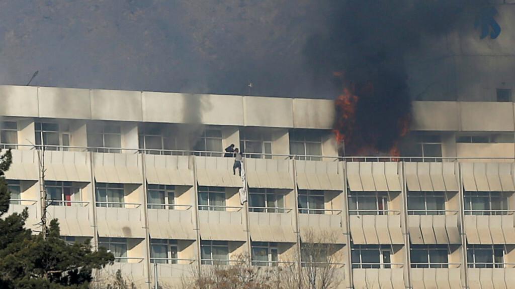 los-talibanes-se-atribuyeron-el-violento-asalto-al-hotel-intercontinental-de-kabul