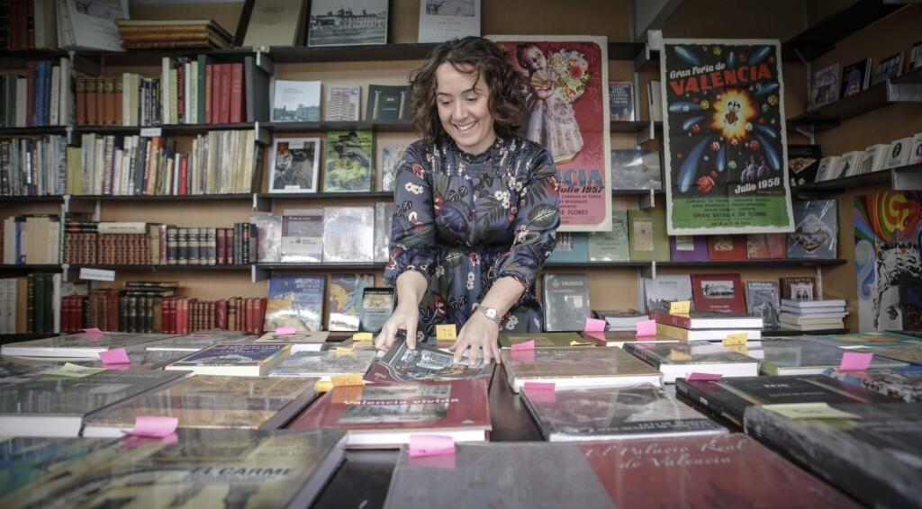 José Cuéllar 23/2/2018 Valencia, Comunitat Valenciana. La regidora Glòria Tello visita la fira del llibre.