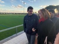 1- El presidente de la Diputació y la alcaldesa de Marines visitan el nuevo campo de fútbol de cesped artificial