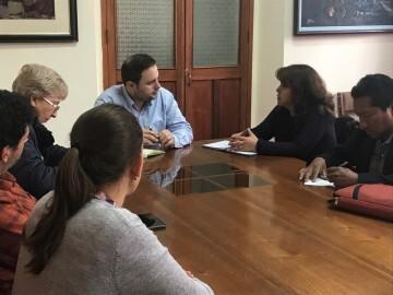 17-02-2018 López conversa con su homóloga de la provincia de Canchis, Amparo Teves.