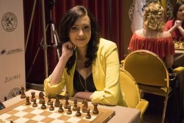 Cecile Haussernot Women Chess Stars_14