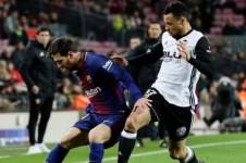 El Barça se impone al Valencia pero la eliminatoria sigue viva para el equipo del Turia (1-0).