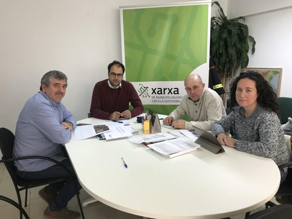 El diputat Josep Bort amb Pep Galarza i Raquel Gómez durant el transcurs de la reunió_01