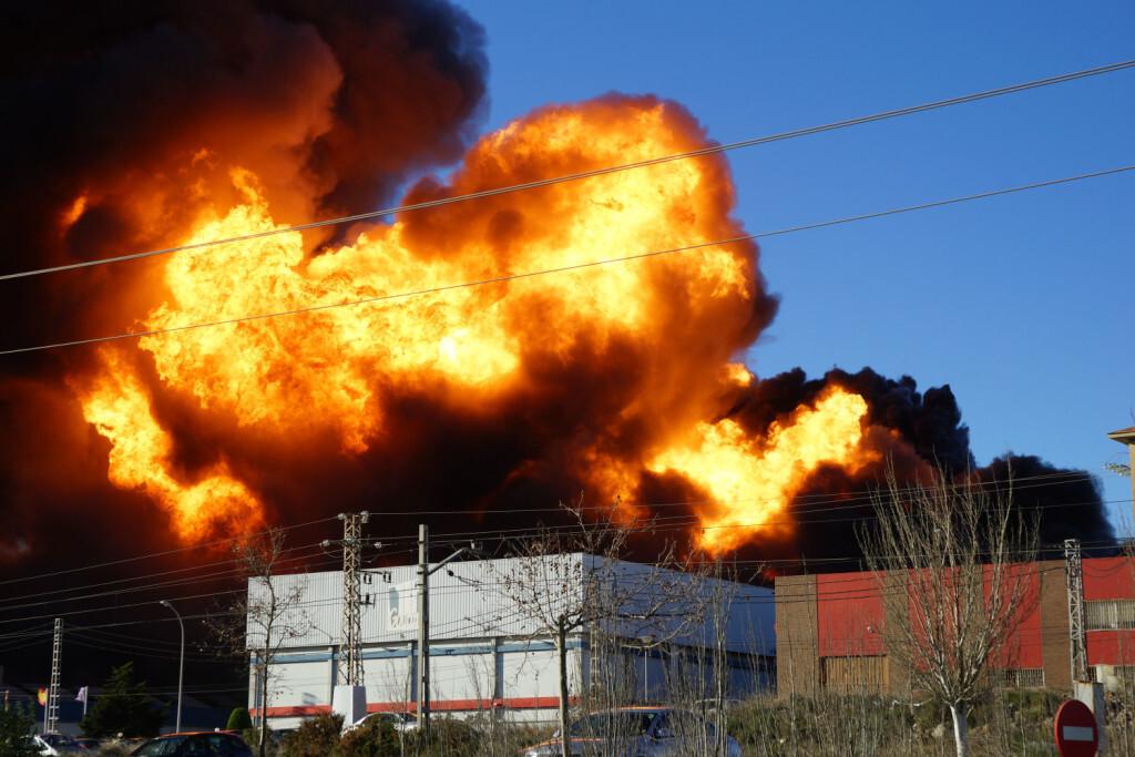 Imagen de archivo del incendio que arrasó cinco empresas de Fuente del Jarro