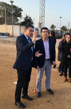 Jorge Rodríguez y Toni González sobre la superficie de lo que será el nuevo campo de fútbol.