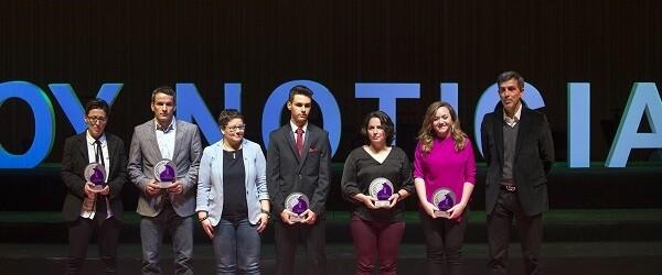La Diputada de Igualdad, Juventud y Deporte junto a los premiados.