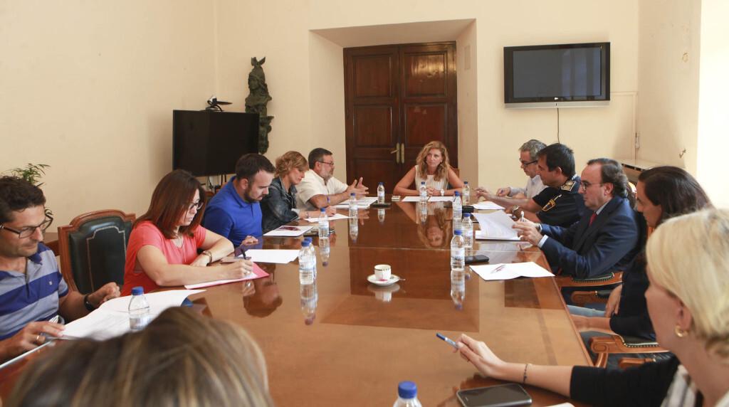 L'alcaldessa, Amparo Marco, presideix el Consell Municipal d'Inspecció