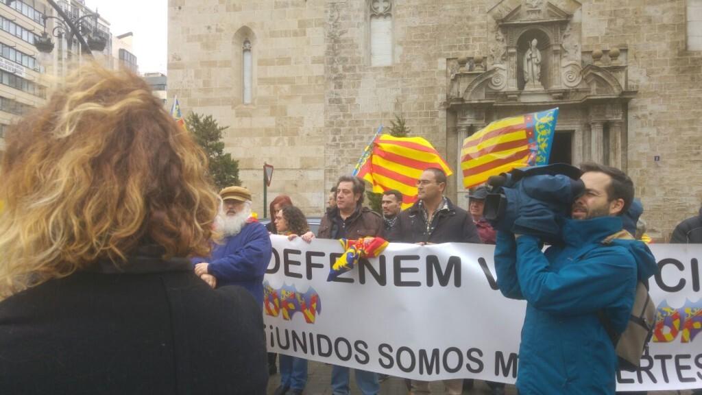 concentración en Valencia contra la imposición de ideas catalanistas (2)