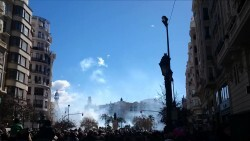 Mascletà multitudinaria de la pirotecnia Martí de Burriana en Valencia, Fallas 2015