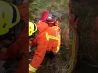 Rescatan a una mujer de 84 años atrapada en el coche tras caer a un barranco en Alginet (Valencia)