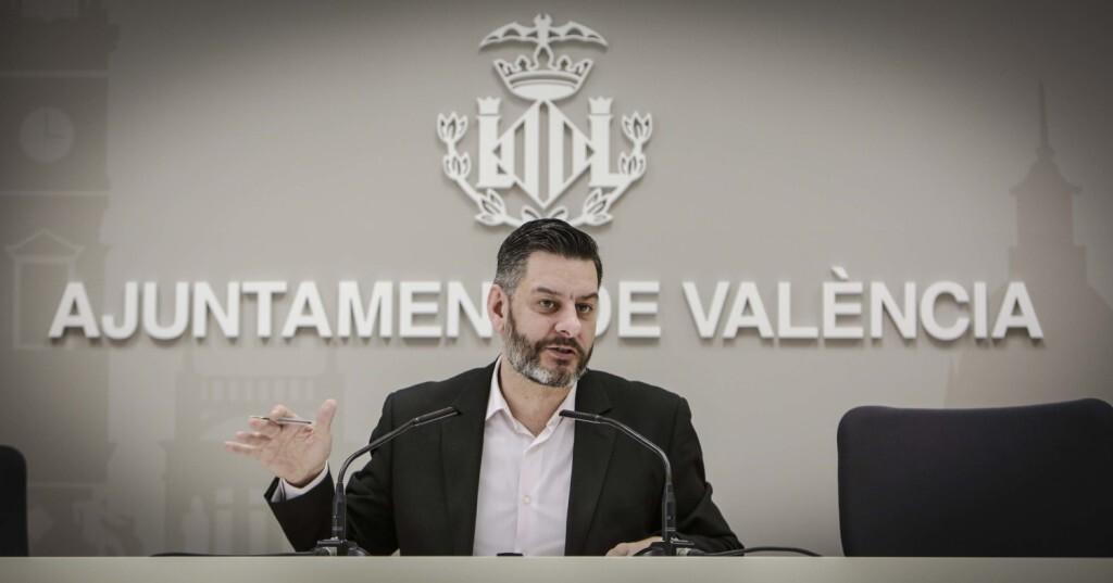 José Cuéllar 6/3/2018 Valencia, Comunitat Valenciana. El regidor de Control Administratiu, Carlos Galiana, presenta en roda de premsa els resultats del Baròmetre de Medi Ambient