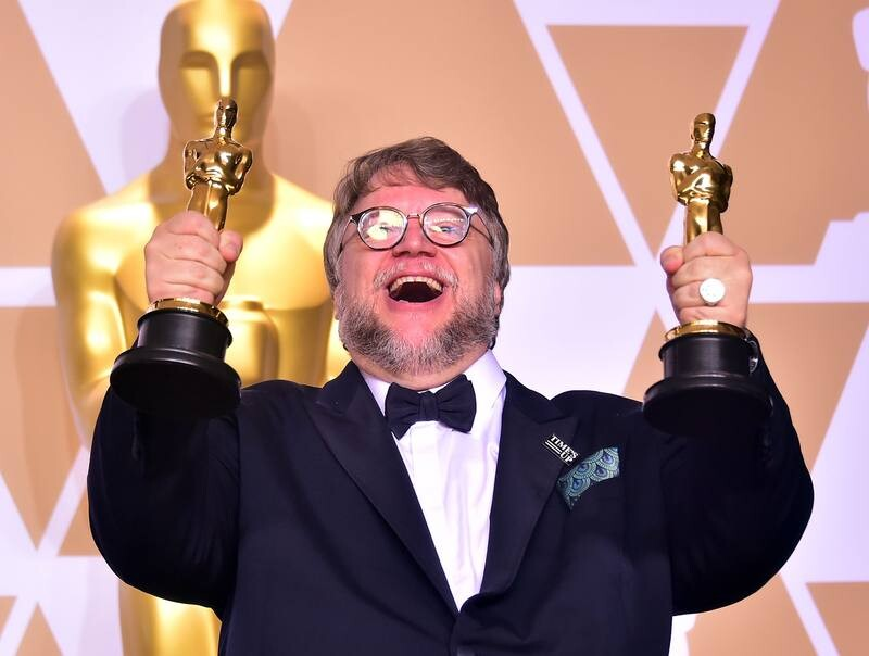 Director Guillermo del Toro poses in the press room with the Oscars for best picture and best director during the 90th Annual Academy Awards on March 4, 2018, in Hollywood, California.  / AFP PHOTO / FREDERIC J. BROWN