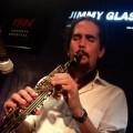 Alexey León actúa en el Jimmy Glass.