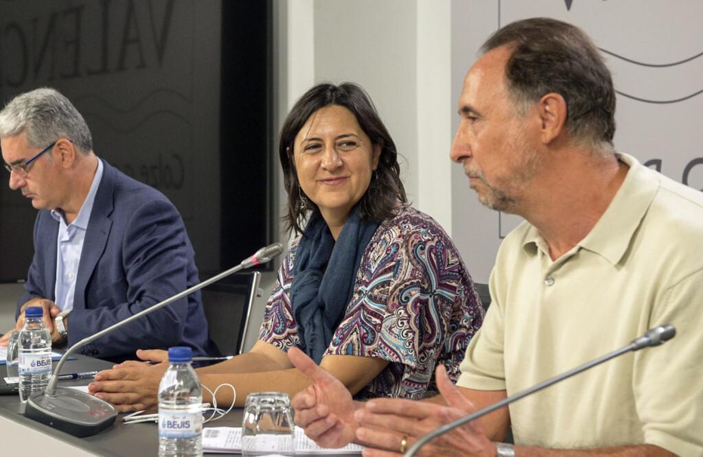 La diputada de Inclusión Social, Rosa Pérez Garijo, y el Director General de Diversidad Funcional, Antonio Raya. Firma convenio Diversidad Funcional foto_Abulaila (3)