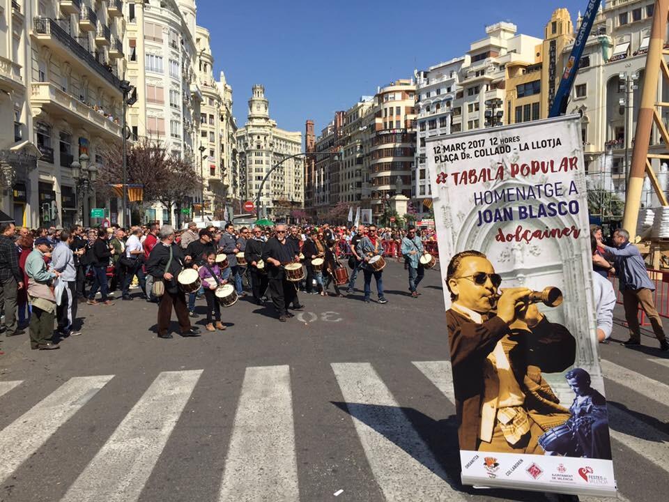 La falla plaza Doctor Collado organiza la tercera 'tabalà popular' (1)