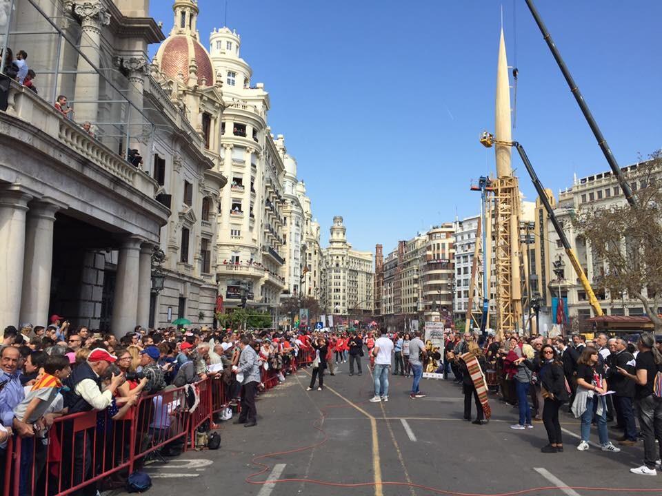 La falla plaza Doctor Collado organiza la tercera 'tabalà popular' (2)