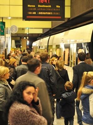 Metrovalencia oferta más de siete millones de plazas en Fallas con la circulación de 14.500 metros y tranvías. - copia