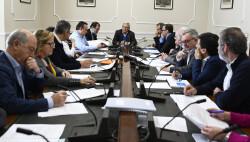 L'alcalde de València, Joan Ribó, acompanyat del regidor del Cicle Integral de l'Aigua, Vicent Sarrià, presidix les reunió del Consell d'Administració d'EMIVASA. foto Jose Jordan