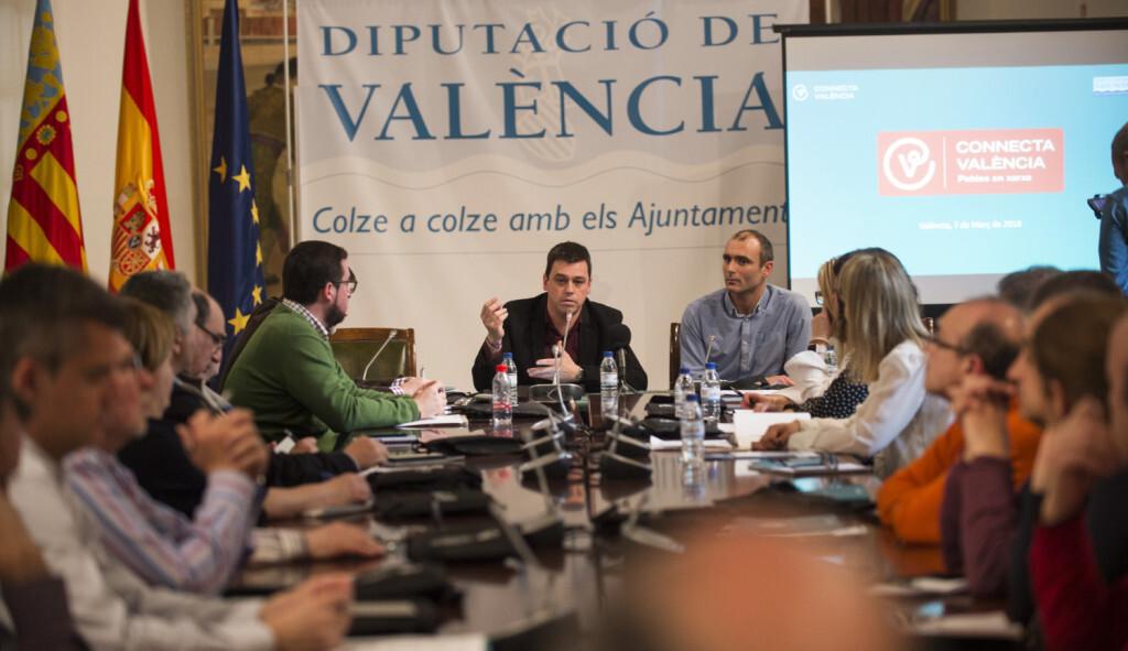 Reunión plataforma 'Connecta Valencia' foto_Abulaila (1)