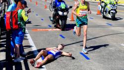 Atleta desfallece y nadie le ayuda