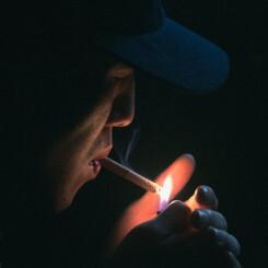 Cigarrillos más caros para salvar la vida de los fumadores más pobres