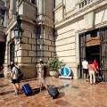 El Ayuntamiento amplía y reforma la oficina de Turismo municipal en la casa consistorial.