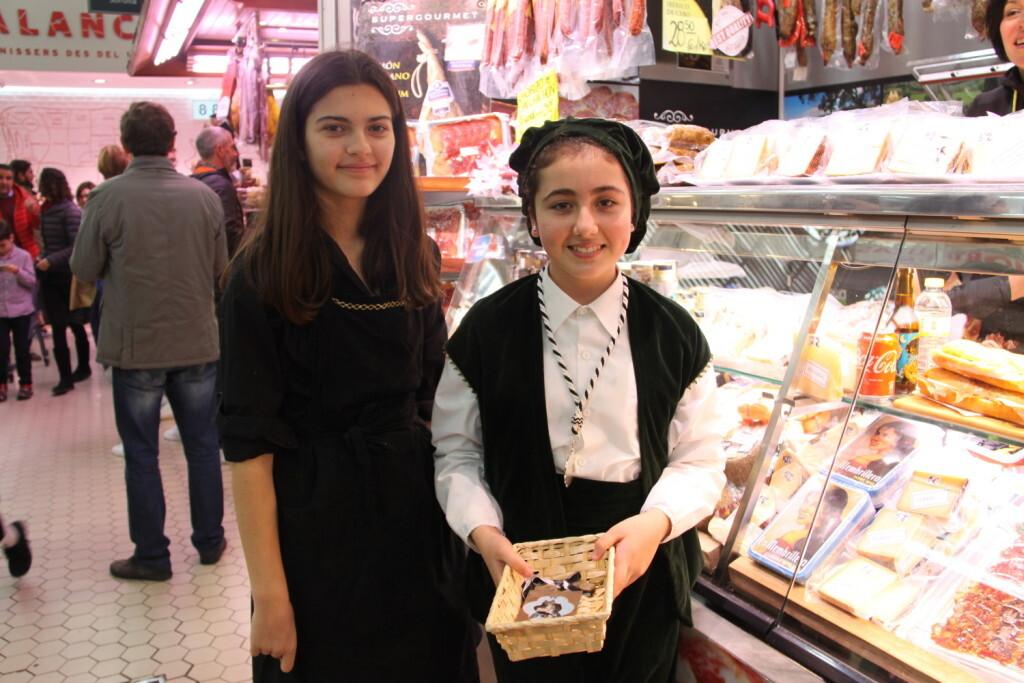 La imagen peregrina de Sant Vicent Ferrer recorre el Mercado Central (4)