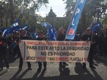 ManifestaciÓn de policíaslocales y bomberos por la falta de plantilla y la situaciónde la seguridad en la ciudad (3)