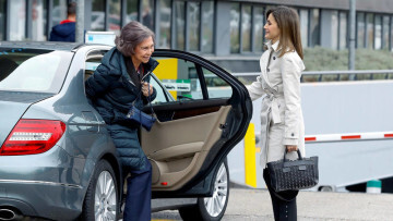 Reina Leticia Abre la puerta a la Reina Sofia