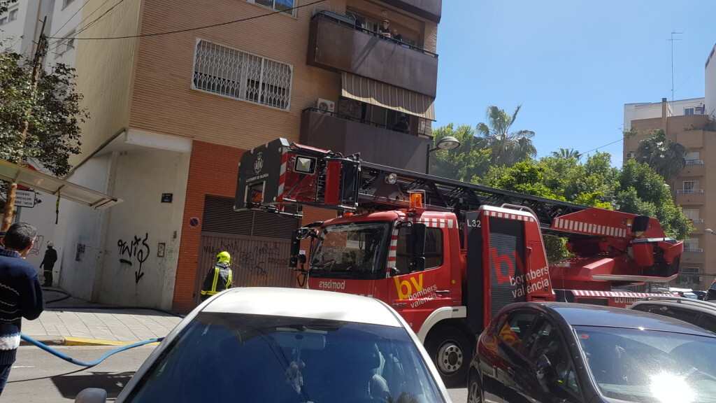 bomberos incendio avenida visitación de Valencia (2)