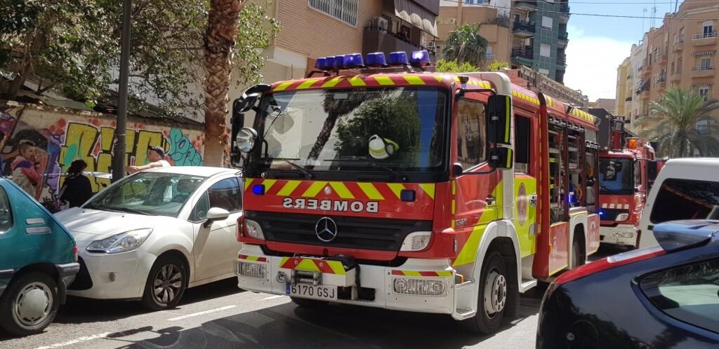bomberos incendio avenida visitación de Valencia (6)