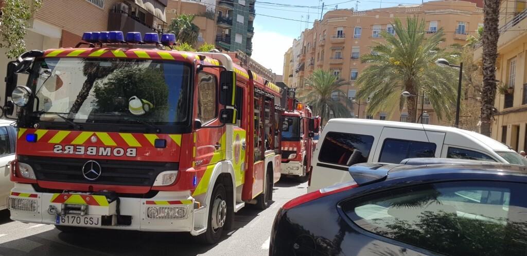 bomberos incendio avenida visitación de Valencia (7)