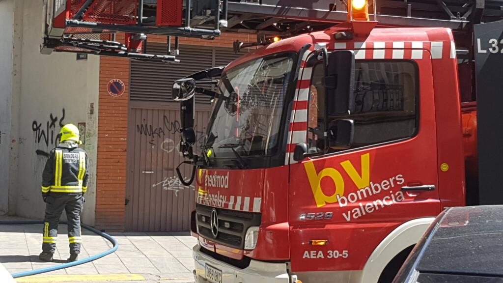bomberos incendio avenida visitación de Valencia (8)
