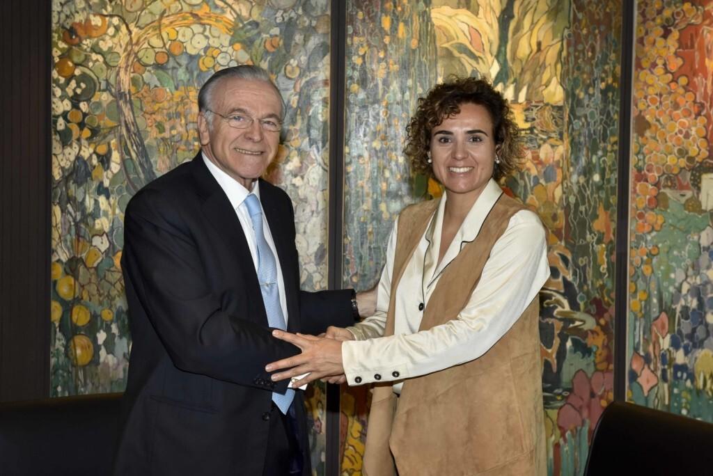 Isidro Fainé y Dolors Montserrat firman un acuerdo para impulsar la atención a los enfermos avanzados.